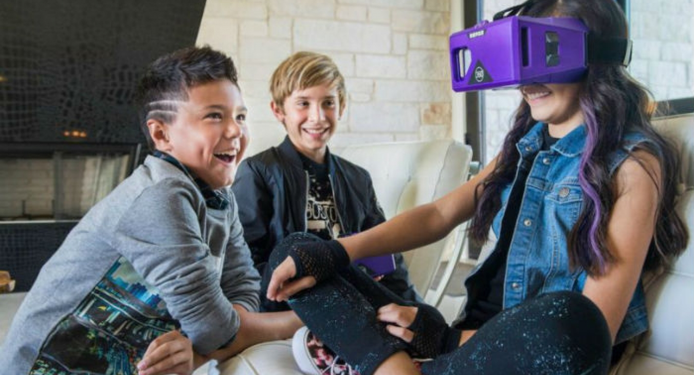 Kids playing with VR goggles